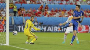 Croatia s Nikola Kalinic  right  scores his side s first goal past Spain goalkeeper David De Gea  left  during the Euro 2016 Group D soccer match between Croatia and Spain at the Nouveau Stade in Bordeaux  France  Tuesday  June 21  2016   AP Photo Manu Fernandez